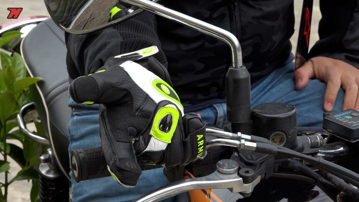 Los guantes de moto Armure cuestan cerca de 50 euros